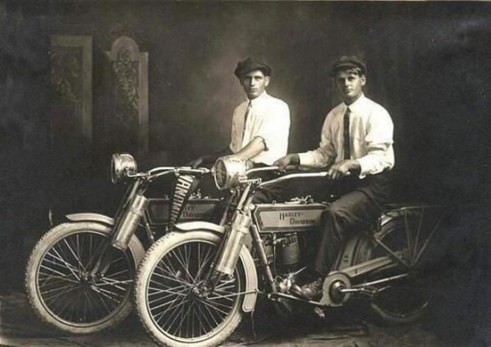 Harley Davidson-ыг үндэслэгч Уильям Харли ба Артур Дэвидсон нар.